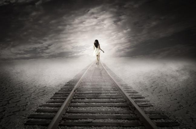 woman-walking-away-1464338209st2